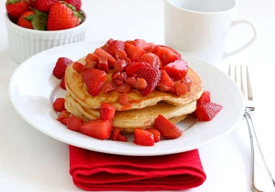Strawberry-pancakes